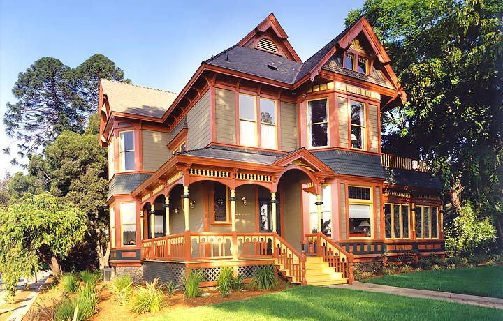 The Sumner House of Pomona College was carefully restored by HartmanBaldwin in 1992. According to Claremont Heritage, it is the city's only true Queen Anne Victorian.